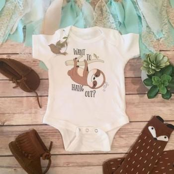 Adorable Sloth Print Short-sleeve Romper in White for Baby